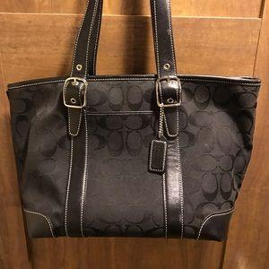Coach Bags - Coach shoulder bag excellent condition